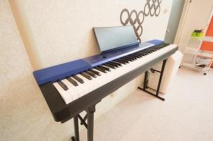 国分寺 レンタルスタジオ は キーボード があるので リトミック 声楽 コーラス ができる。